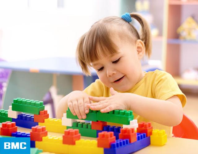 Trò chơi tĩnh cho trẻ mầm nonghép hình, lắp ráp