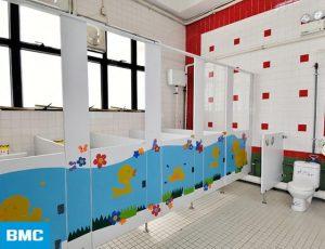 vách ngăn nhà vệ sinh trường mầm non 1